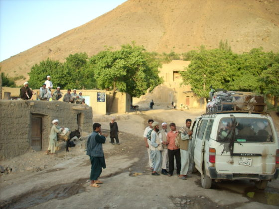 Passage du bus tant attendu, nord Afghanistan, juillet 2007